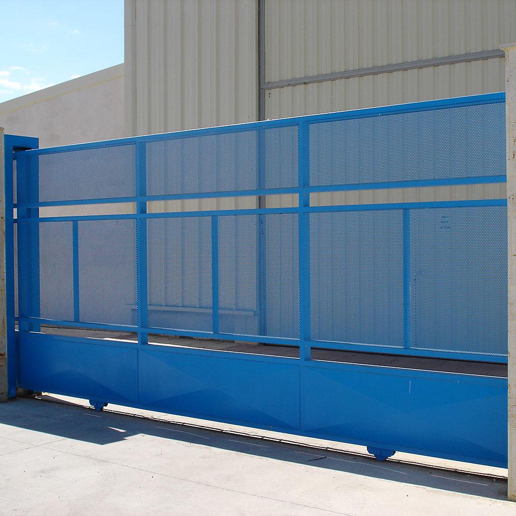 Puertas garaje residenciales industriales metalicas - Instalacion puerta corredera ...